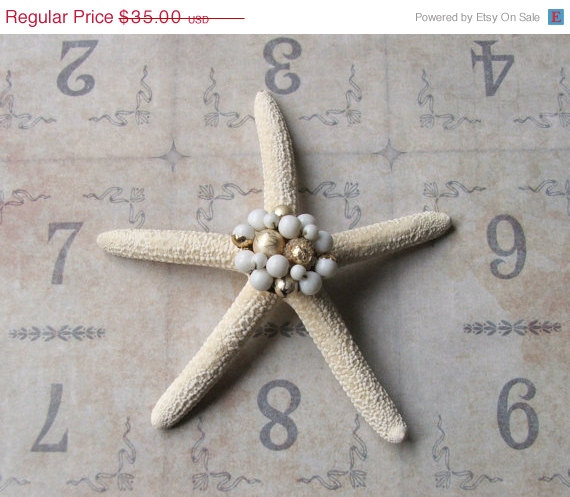 Свадьба - HUGE SALE Vintage Costume Jewelry Earring Bejeweled Starfish, Beach Wedding Table Decor, Beach Cottage Coastal Style, Inspirational Bridal G