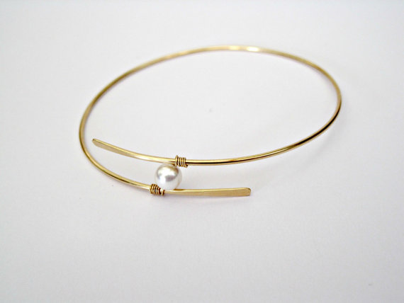 Boda - Gold Pearl Bangle Bracelet Mothers Gift Mother of the Bride Gift Bridesmaid jewlery Bridal Jewelry Floating Pearl