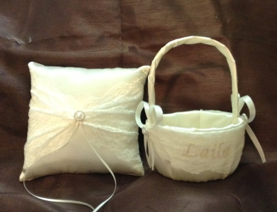 زفاف - lace flower girl basket and pillow white or ivory with name
