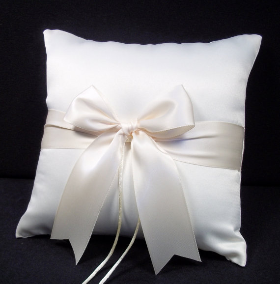 زفاف - Ivory or White Wedding Ring Bearer Pillow
