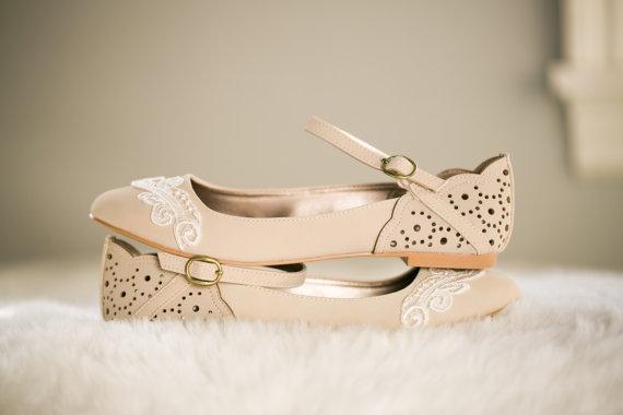 Mariage - Stone Ballet Flats, Wedding Flats, Bridal flats, Wedding Shoes with Ivory Lace. US Size 5.5