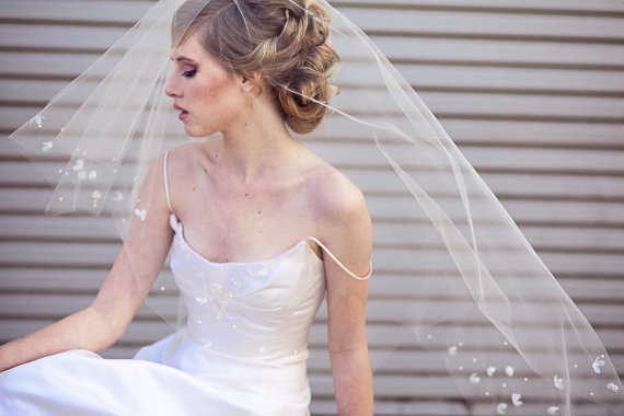 Hochzeit - Wedding Veil with Scattered Vintage Flowers a Modern Wedding Hair Accessory, Wedding Veil, Wedding Headpiece, Beaded Wedding Veil