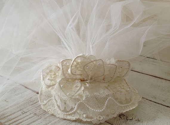 Mariage - Sale Vintage Ivory Wedding -  Bridal Veil - Pearl Headpiece - Lace - Pearls - Gorgeous