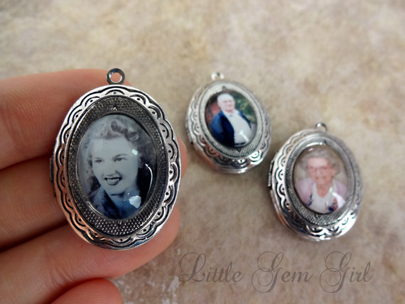 Mariage - Wedding Bouquet Charm Custom Photo Locket - Personalized Picture Wedding Charm Necklace - Victorian Photo Locket - Wedding Accessories