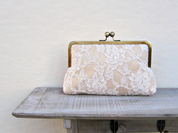 Mariage - Champagne lace clutch, lace bridal clutch, gold clutch, gold and ivory wedding clutch, champagne purse, bridesmaid clutch, bridesmaid gift