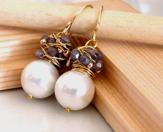 Wedding - Bridal jewelry - The  Franca - charming earrings with big white shell pearl