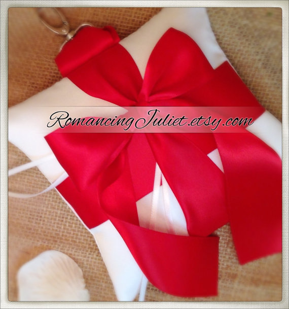 Свадьба - Pet Ring Bearer Pillow...Made in your custom wedding colors...shown in white/red