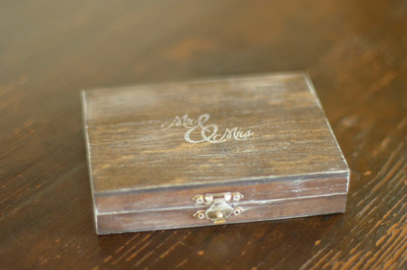 Mariage - Mr. and Mrs. Ring Bearer Box by Burlap and Linen Co.