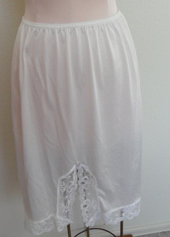 Hochzeit - L'eggs Half Slip Vintage White Medium