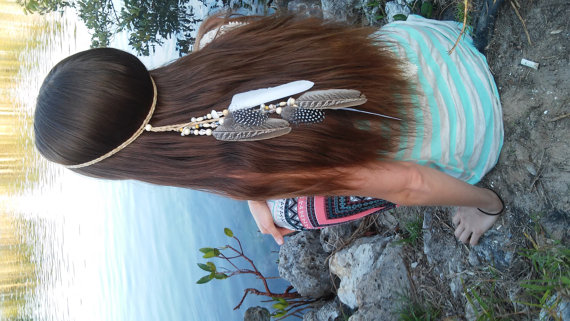 Свадьба - Native American, Feather HeadBand, wedding, white feather headband, feather headpiece, feather hair, free people, natural, beach, shell