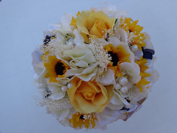 Mariage - Country bridesmaid bouquet in white hydrangea, sunflowers and navy hydrangea blossoms