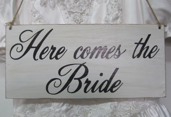 Hochzeit - Here Comes the Bride Sign wedding Ring Bearer Flower girl Rustic wedding sign Photo Prop Ceremony Basket Alternative here comes the bride