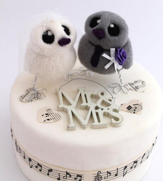 Hochzeit - Bird Wedding Cake Topper in Purple and White Wedding Bride and Grey Groom Needle Felted Birds