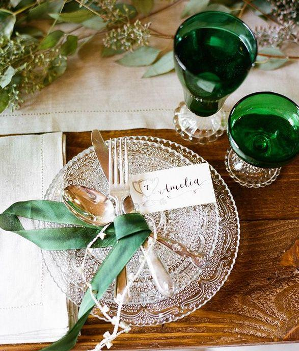 Mariage - Emerald And Ivory Wedding Inspiration