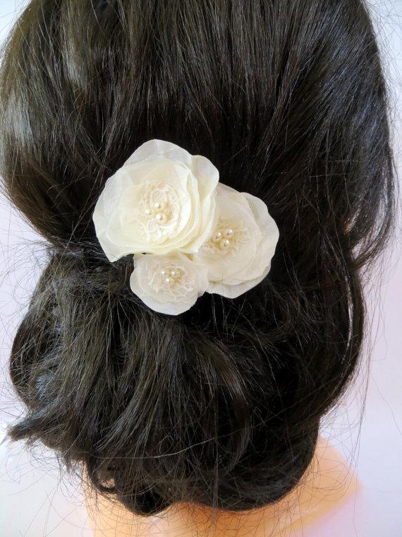 Свадьба - Wedding bridal hair accessory, bridal fascinator, ivory bridal hair flower, bridal hairpiece, bridal hair clips, wedding hair accessories,