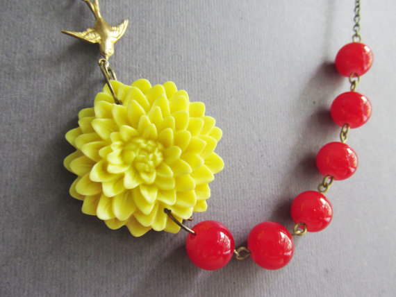 Свадьба - Bridesmaid Jewelry Set,Statement Necklace,Yellow Flower Necklace,Cherry Red Jewelry,Beadwork,Wedding Jewelry,Gift(Free matching earrings