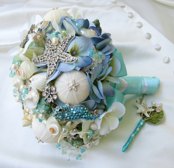 Свадьба - As seen in Pinterest The Blue Sea Shell bridal bouquet.