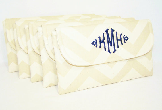 Свадьба - Bridesmaid Set - Monogrammed Chevron Clutch in Choice of Colors- Wedding Clutch - Bridesmaid Clutch