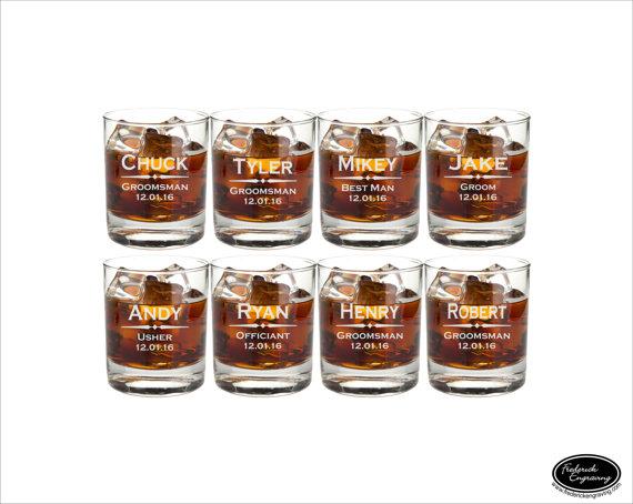 Mariage - EIGHT Personalized Wedding Whiskey Glasses, SHIPS FAST, Toasting Glasses, Groomsmen Glasses, Wedding Gift, Engraved Wedding Rocks Glasses