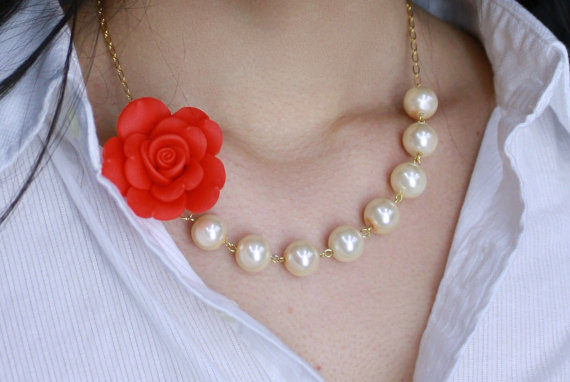 Свадьба - Scarlet Red Rose and Cream Glass Pearl Necklace and Earrings, Bridesmaids necklace jewelry set , Bridal Necklace Jewelry set, Mother's day