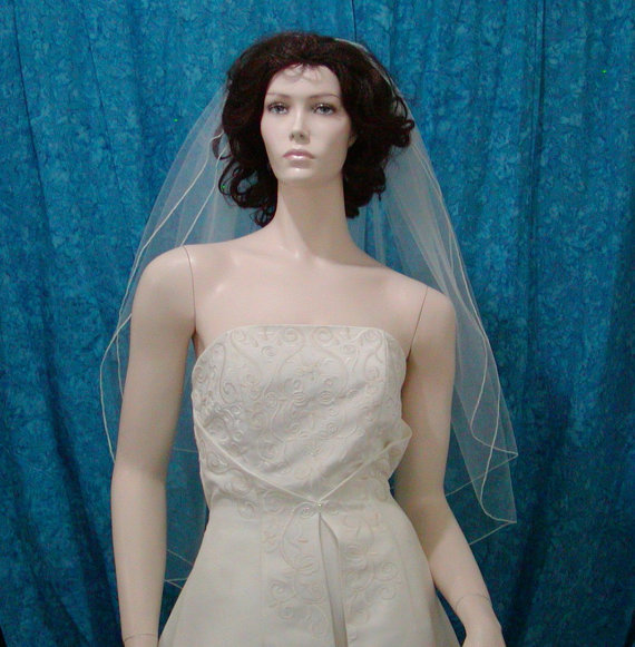 Mariage - Traditional Wedding Bridal Veil   2 Tier Fingertip length with a delicate Pencil Edge