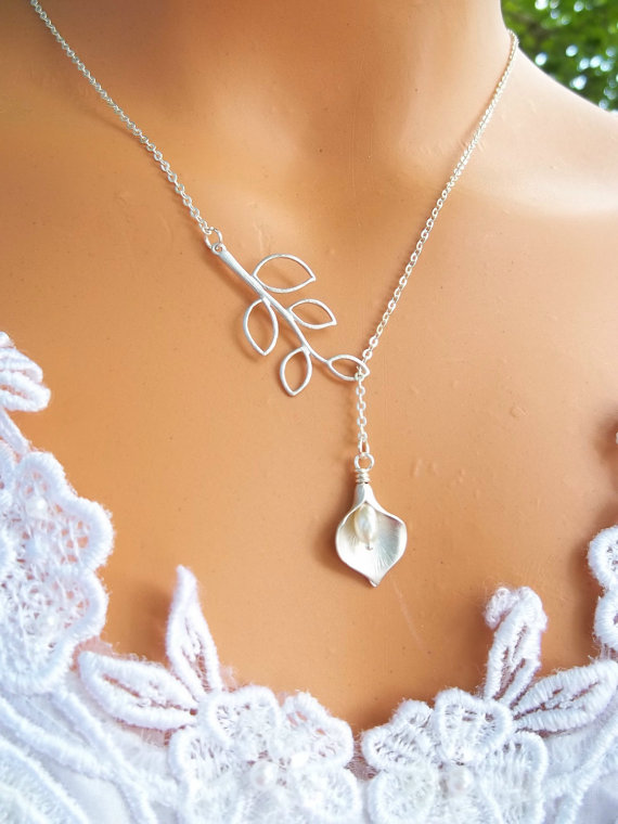 Свадьба - Wedding Jewelry, Calla Lily Lariat, Bridesmaid Gifts, Bridesmaids Necklace, Wedding Necklace, STERLING SILVER CHAIN