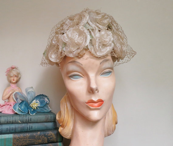 Mariage - Floral Wedding Hat - Vintage 1960s Ivory Floral Hat with Open Top &  Veil  - fits 21-22 inch head