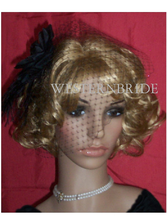 Mariage - Pin - up style BLACK EVENING BRIDAL Veil Black rose Fascinator with Ostrich feathers and black Russian net veil. Ready to wear
