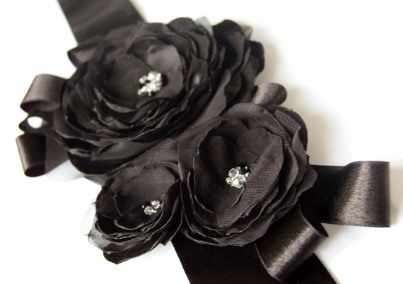 Свадьба - Black sash with 3 flowers, glass beads, rhinestones, swarovski crystals -  Bridal sash in black - Wedding dress sash