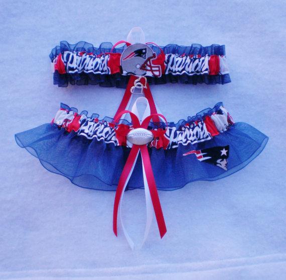 Свадьба - New England Patriots Fabric Logo  Wedding Garter Set Prom  Football Charm
