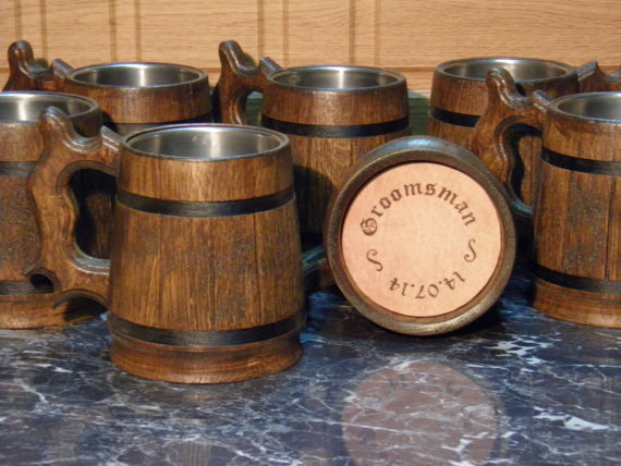Свадьба - 15 Wooden personalized Beer mugs, 0,8 l (27oz) , natural wood, stainless steel inside,groomsmen gift