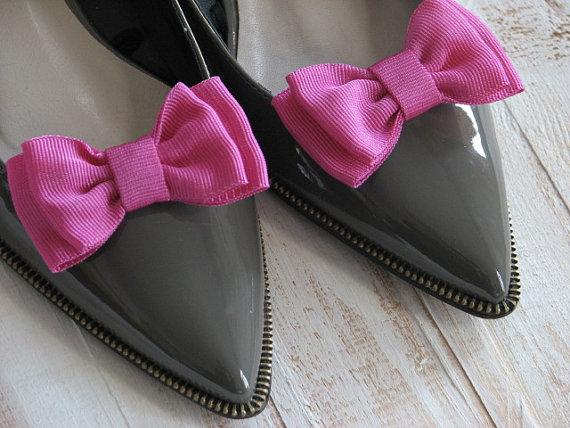 زفاف - Pink shoe clips Hot pink shoe clips Pink wedding Fuhsia shoe clips Hot pink shoe clips Bridesmaids pink gift Hot pink wedding Wedding shoes