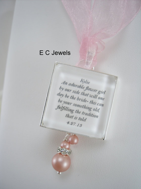Mariage - Flowergirl Keepsake Bouquet Charm with a Pearl drop - Pick your color