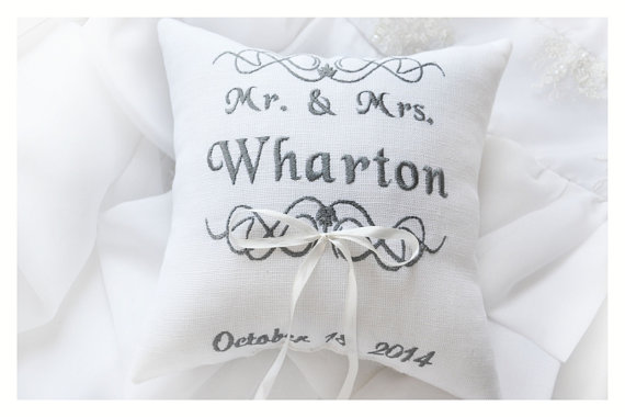 زفاف - Mr & Mrs ring pillow, Ring bearer pillow ,wedding pillow , wedding ring pillow, Personalized ring bearer pillow , embroidered pillow (BRP12)