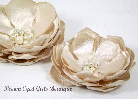 Свадьба - Champgne Bridal Flower Hair Clip Duo, Champagne Wedding Hair Accessory, Champagne Fascinator, Champagne Bridal Head Piece