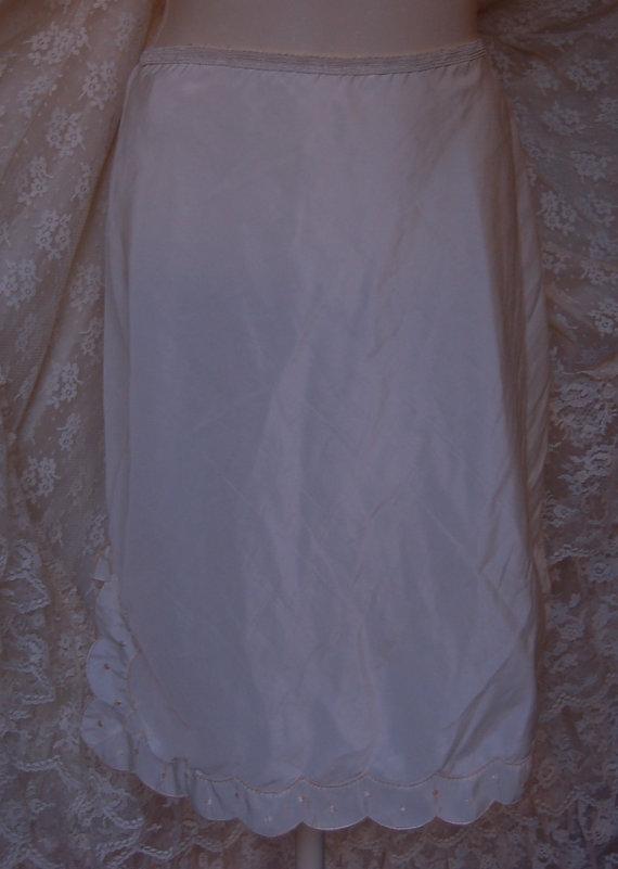"Mariage - Thrift Store   Vintage Size 28"" Waist Ivory Half Slip Boho Gypsy Beach"