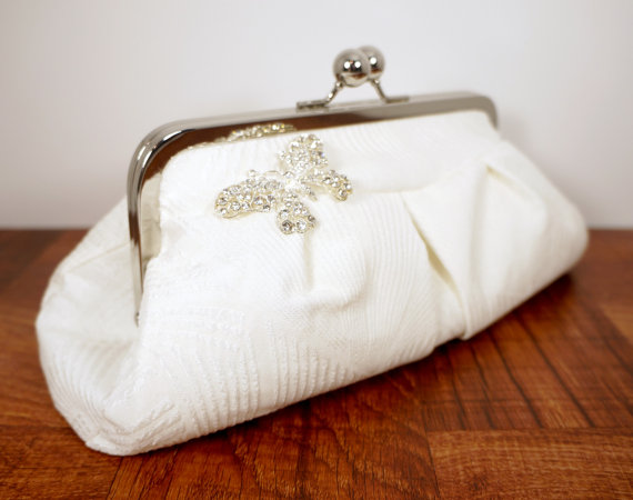 Свадьба - White clutch, silk clutch, wedding clutch purse with butterfly rhinestone brooch, bridal bag