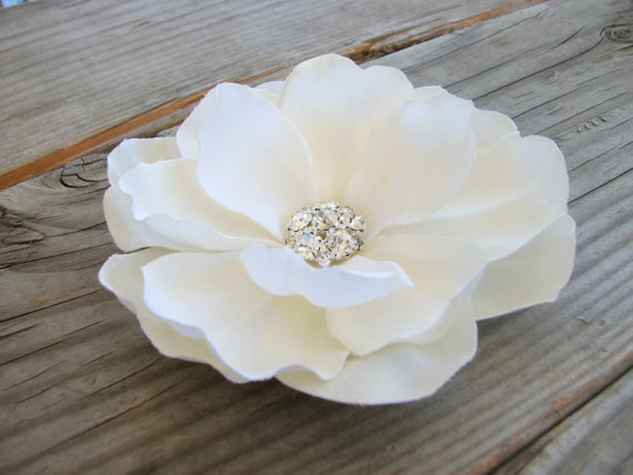 Wedding - Ivory Magnolia Bridal Flower Hair Clip Fascinator Wedding Accessory Elegant Bride Floral Pin Silk Flower Comb Rhinestone Bling Head Piece