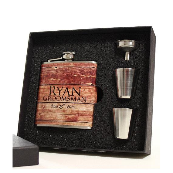 Свадьба - 3 Personalized Faux Barn Siding Flask Sets Groomsmen Gifts