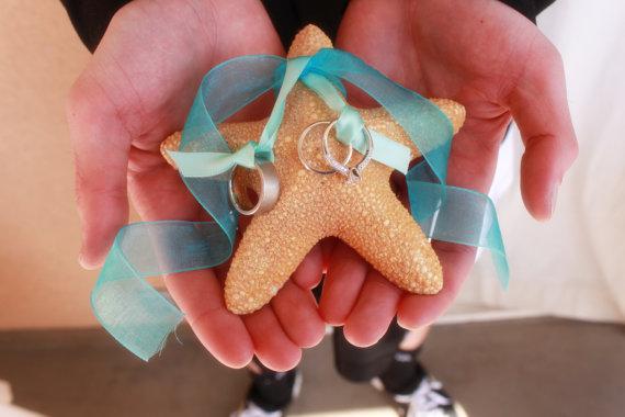 زفاف - Starfish Ring Bearer Pillow with Ribbon