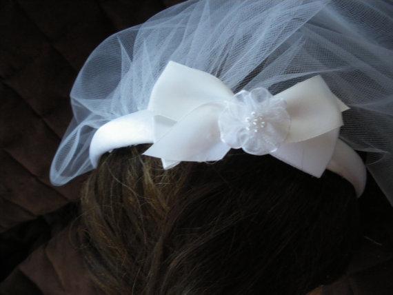 زفاف - First Communion Headband Veil attached is a White Satin Bow  w/ an Organza Flower Center