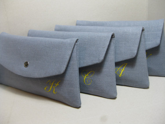 Mariage - Bridesmaid Clutches/Bridesmaid Gift/Wedding/  Linen Clutch with Monogram, Sets of 4,6,8 / Angled Envelope Clutch, Purchase 8 Get 1 FREE