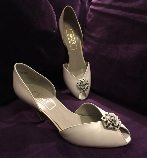 Свадьба - White leather peep toe heels polka dot rosette shoe Bridal vintage Bally 80s does 50s Wedding NOS UK 6