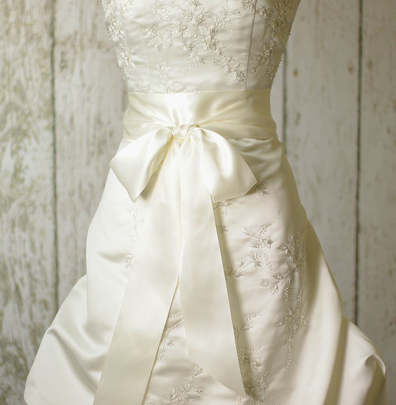 Mariage - Bridal Sash - Romantic Luxe Satin Ribbon Sash - Wedding Sashes - Soft Ivory Satin Bridal Belt