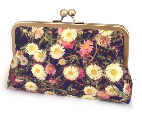 Mariage - Clutch bag, silk purse, white flowers, wedding bag, bridesmaid gift, DAISIES