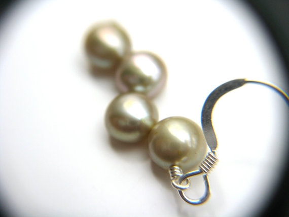 Mariage - Yellow Green Bridesmaid Jewelry . Bridal Party Jewelry . Pale Green Freshwater Pearl Dangle Earrings - Crescent Collection