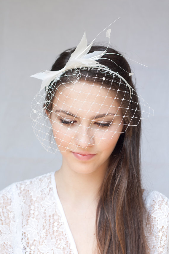 Hochzeit - Bridal feather headband with pearl veil, bridal feather hairpiece