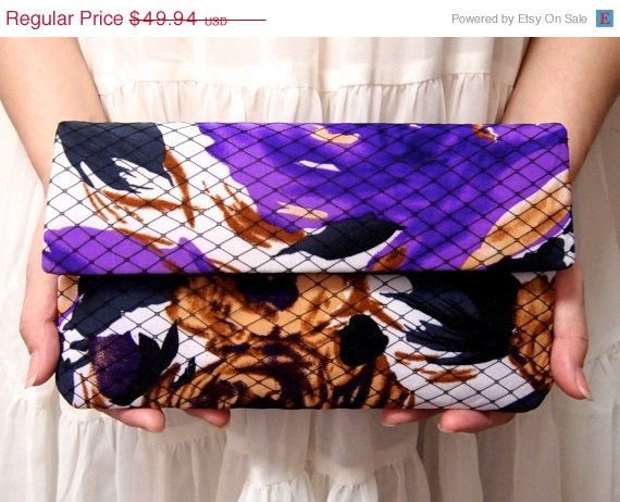 Mariage - ON SALE Bridal Bridesmaid Clutch - Clutch - Wild Flower Print - Unique Wedding Clutch Purse - Purple Black Clutch - Formal Prom Clutch Bag