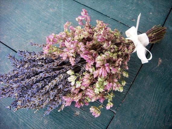 Hochzeit - Simple dried flower bridal bouquet with Lavender and Santa Cruz Oregano.