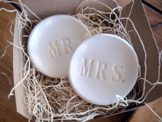 Свадьба - wedding ring holders, ring dish, Mr and Mrs, set of 2, engagement, Wedding Decor, White, Hand Made Pottery, IN STOCK